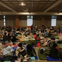 4月16日のトピック…熊本再び震度6強本震、宇土市役所倒壊の恐れ全員退避、二つに割れたマンションは地震対策、快挙ベビメタル全米TOP40入、日本ロジテ破産開始、東芝リストラ1万4450人に拡大、ひとみ姿勢制御誤動作で回転か